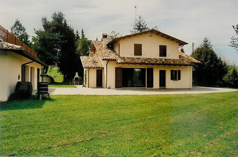 Casale con piscina pesaro agenzia immobiliare pentus a for Piani di una casa colonica avvolgono il portico